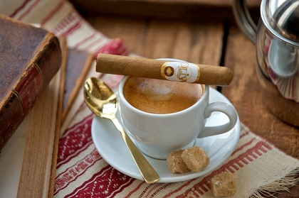 "PA) Oliva Cigars and ""A Taste of Italy"" at Smoker's Den Lounge"